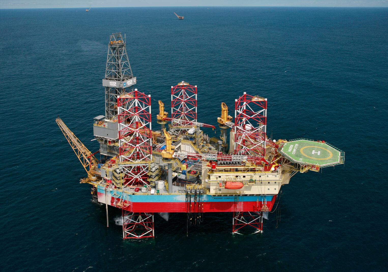 Oil rig platform in ocean